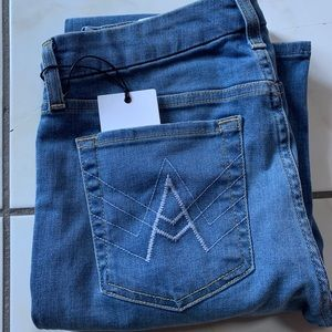 A pockets flare jeans